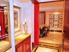 玄关 入户处玄关设计,美观实用,可放置鞋子等 茶色镜子墙面,