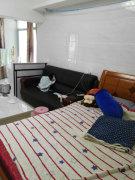 宝龙单身公寓出租,家具家电全配,里面干净整洁!