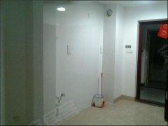 室内地板防滑,阳光充足,,地板非常优质,室内家具家电齐全。的