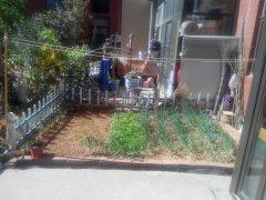 富丽花园小区 一楼带花园 家具家电齐全1500每月