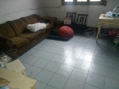 武陵地区医院附近 1室1厅60平米 有院子 500元/月
