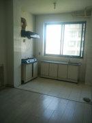 出租彩凤山城简单装修三室一厅。不带家电。