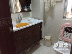 太湖国际二街 高档小区 环境极好 精装两室 干净整洁